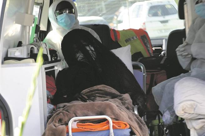 SAD SCENES; MEC Bheki Ntuli's wife attends funeral in ambulance!