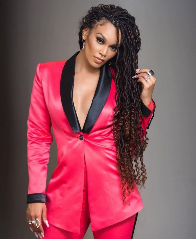 Actress Pearl Thusi shows off her special gift from Pearl Modiadie – Photo