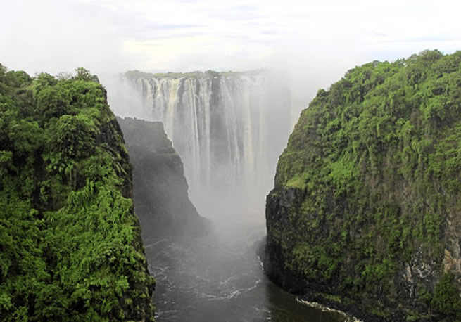 Man falls into gorge at Victoria Falls