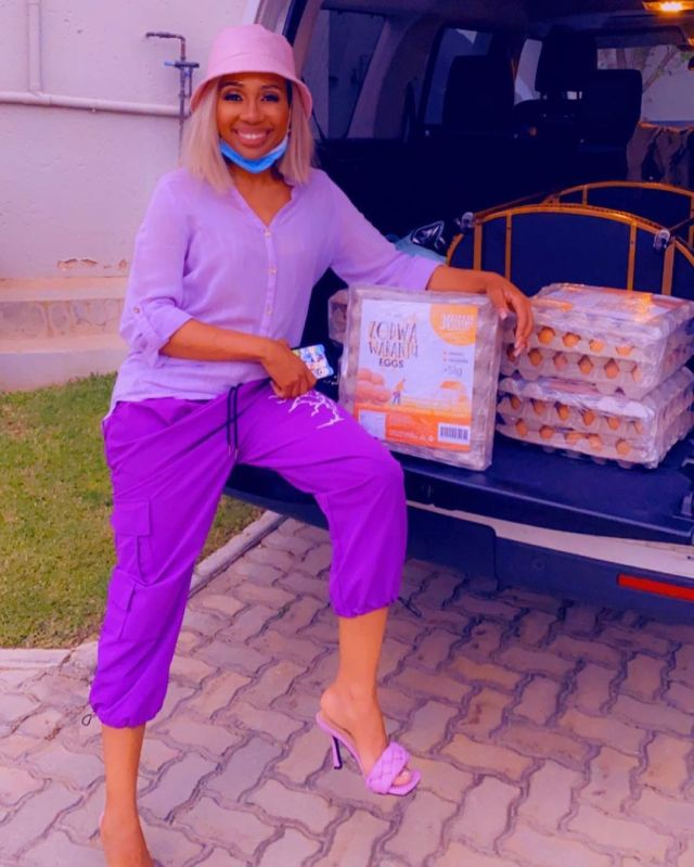 Watch: Dineo Ranaka supports Zodwa Wabantu's chicken and egg business