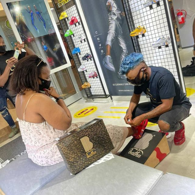 Somizi helps customers try on his new sneakers – Photos