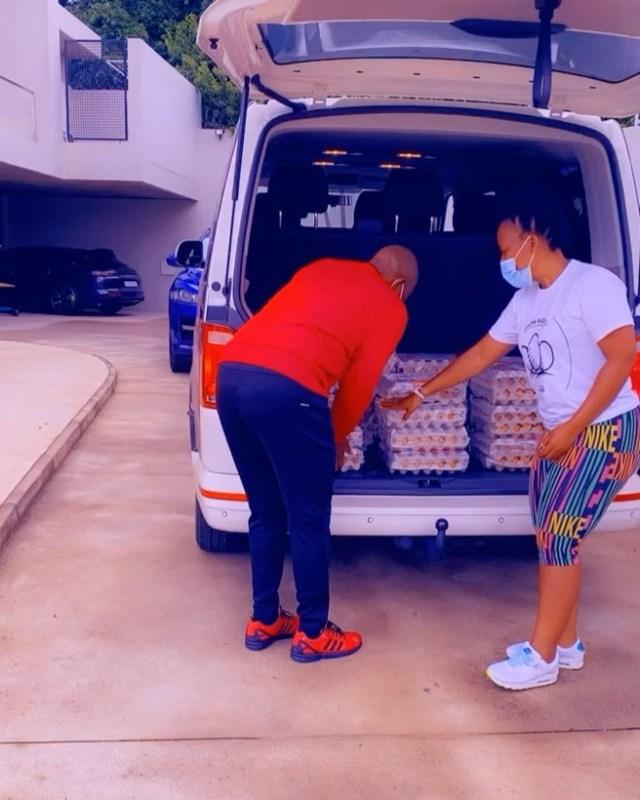 TT Mbha buys 10 trays of eggs from Zodwa Wabantu