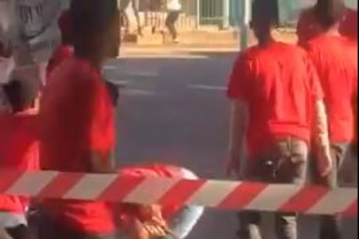 Chaos At the Durban University Of Technology As EFF Clashes With Sasco, 5 Stabbed (VIDEO)
