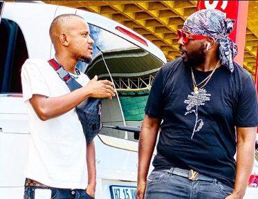 Watch: American Singer Usher Signs Kabza De Small And DJ Maphorisa