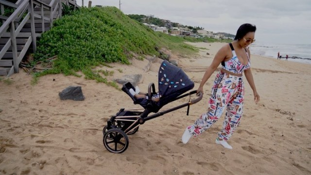 Minnie Dlamini takes her son to the beach – Video