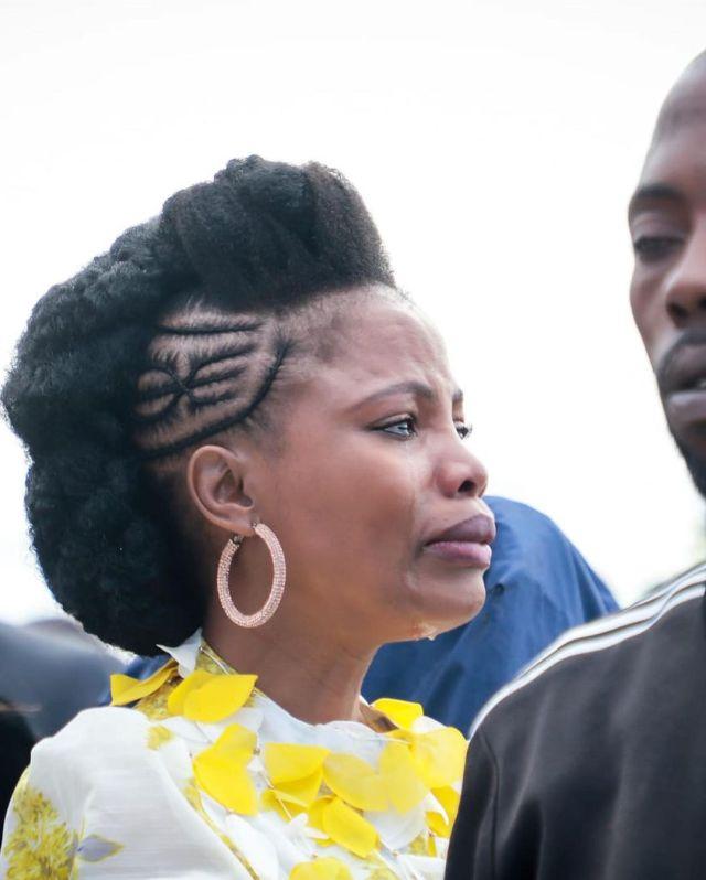 Actress Winnie Ntshaba unveils her mom's tombstone – Pictures