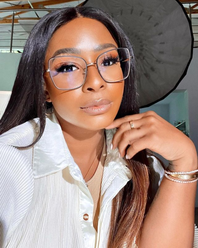 Boity helps struggling lady with R1800 for her rent