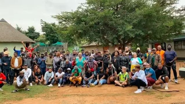 Jobless Isibaya Actors Gather Together To Watch The Show's Last Episode (Video)
