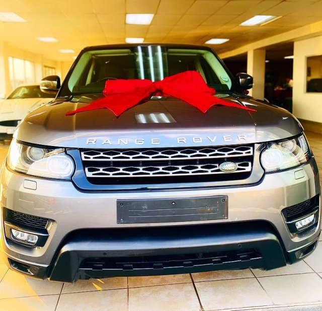 Sangoma Sisi Gugu blesses herself with a brand-new Range Rover – Pictures