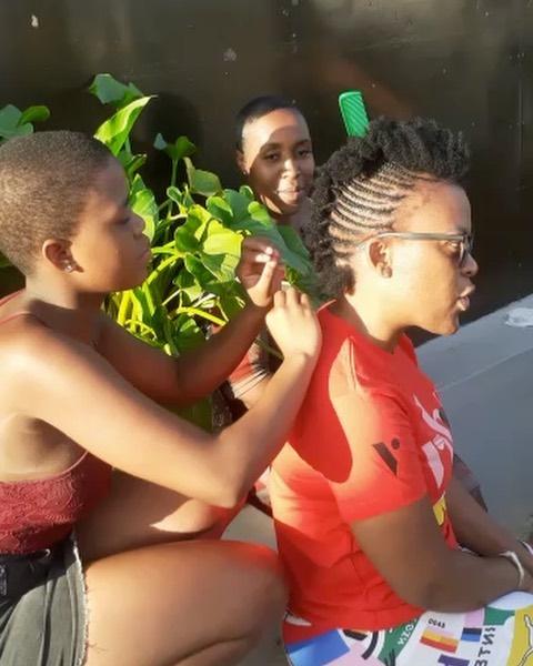 Zodwa melts Mzansi heats with a beautiful gesture towards a young kasi girl