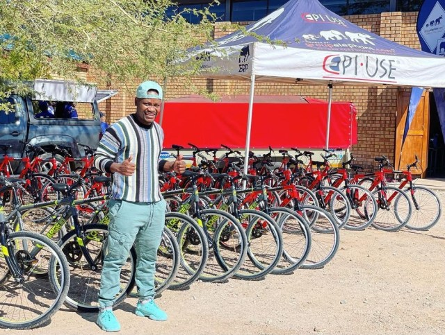Skeem Saam actor Clement Maosa donates 50 bicycles to learners