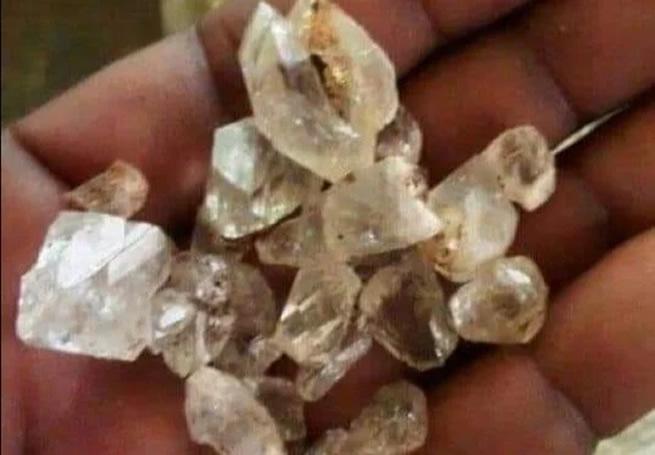 Thousands flock KZN after locals find diamonds