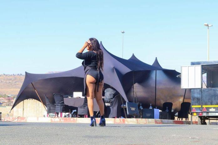 N@KED PHOTOS: N#DE CHEF SKOLOPAD VOLUNTEERS AT A RESTAURANT ON MANDELA DAY