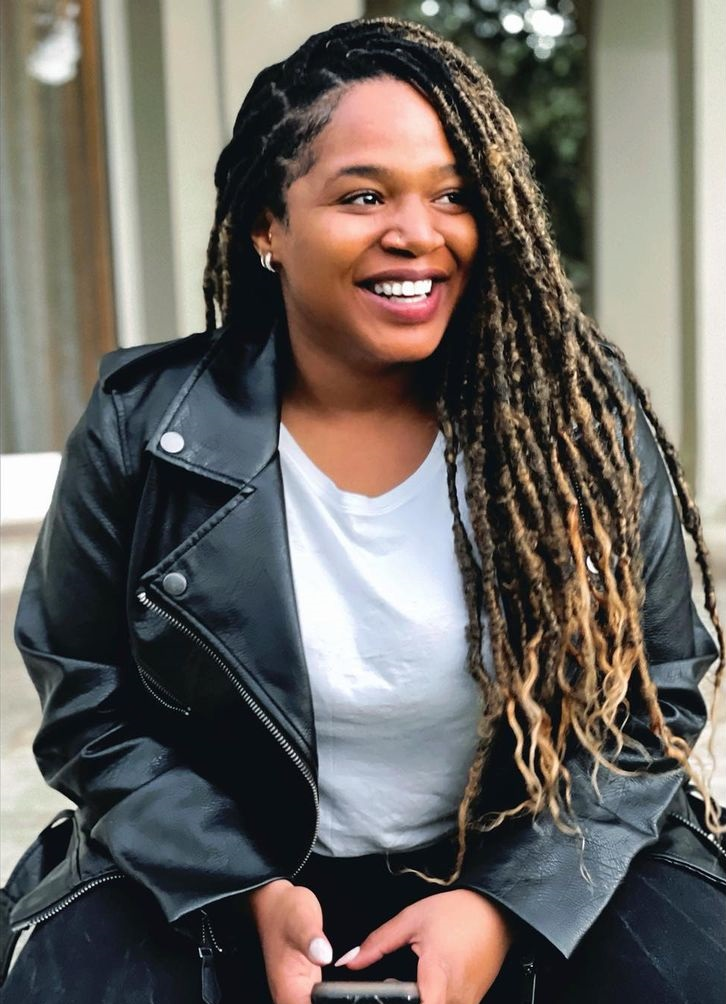 Lesedi Matsunyane-Ferguson shows off her siblings from her fathers side – Photo