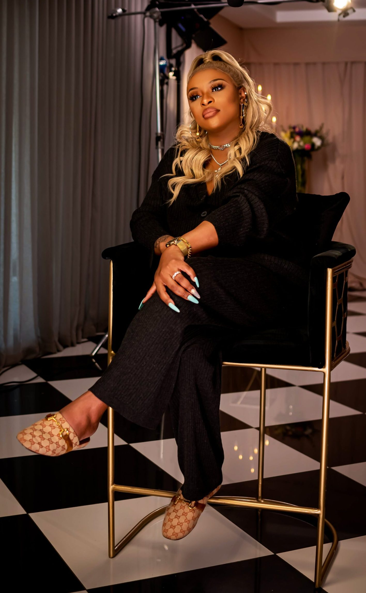 DJ Zinhle's reality show gets criticised – Is she announcing her pregnancy the whole season?